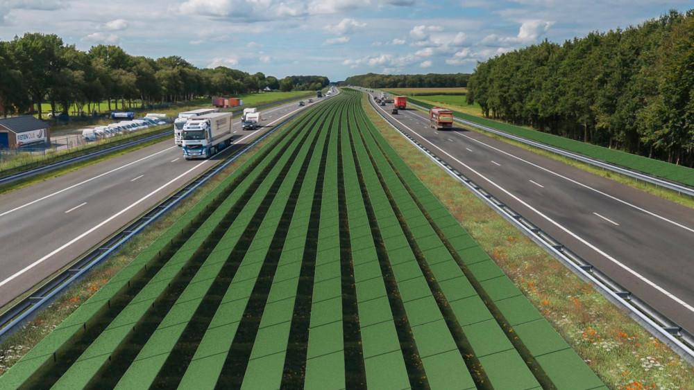 Zonnepanelen langs de snelweg Fofo: Rijkswaterstaat